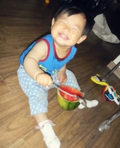 宝宝吃西瓜